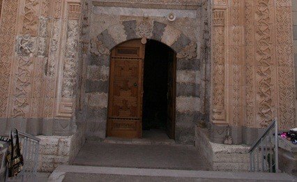 eşrefoğlu camii kapısı